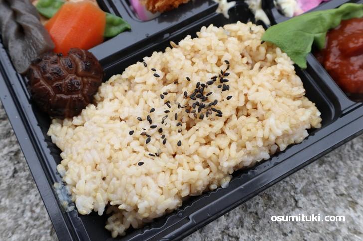 玄米は柔らかく炊いてあり食べやすかったです