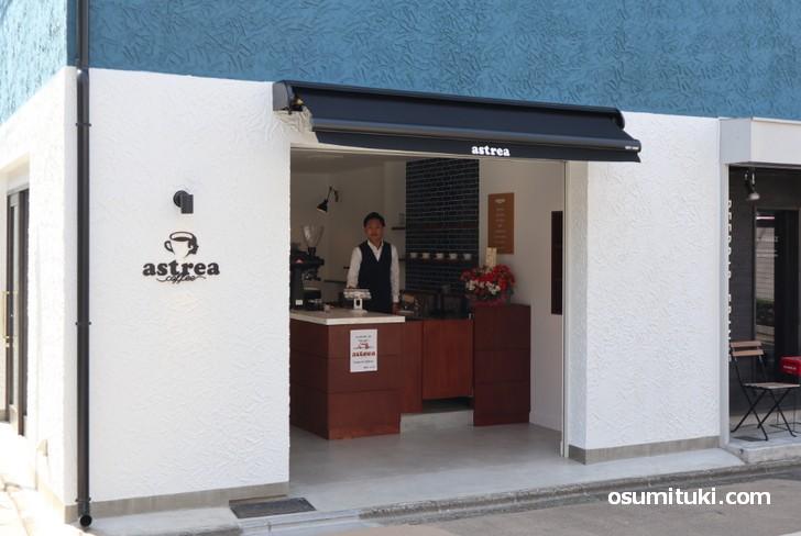 astreacoffee、営業時間は「7時30分~18時」です