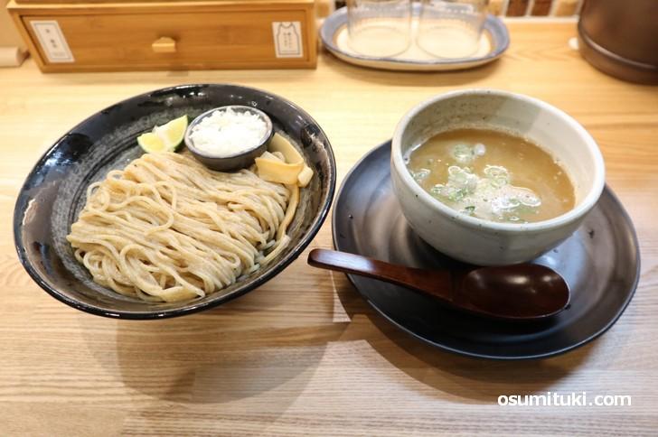 つけ麺(鶏魚介)850円 ※麺量は215g