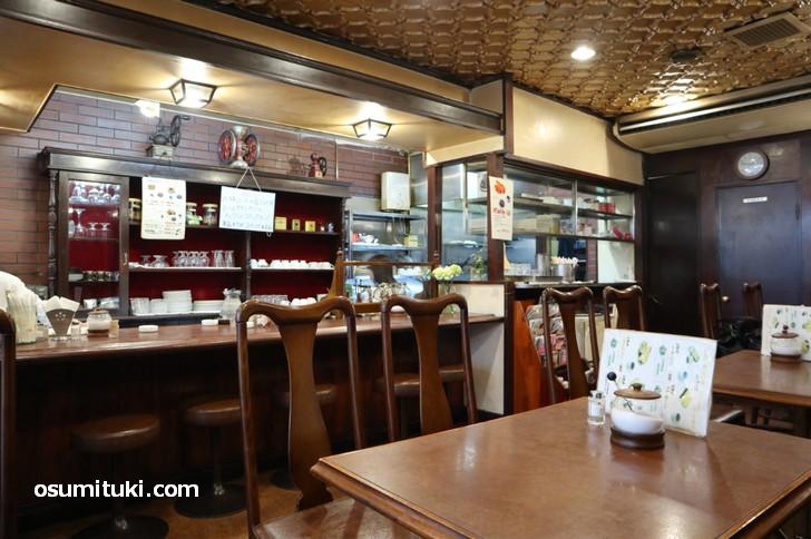 コロラドコーヒー熊野店の店内、昔ながらの喫茶店です