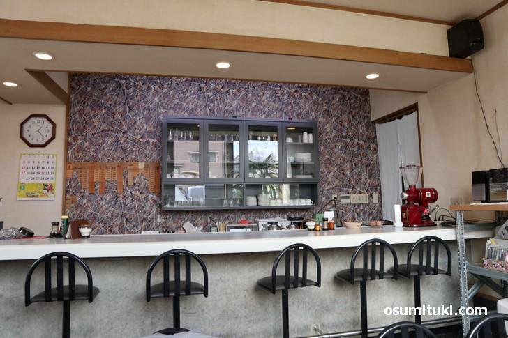 喫茶ロード(ROAD)、カウンターにソファ席がある喫茶店です