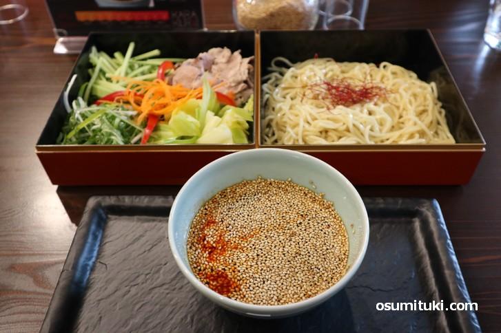 旨辛つけ麺 辛来人(からくり)野菜たっぷりの広島風つけ麺(広島ご当地グルメ)
