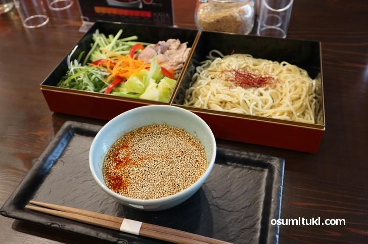 見た目は完全に「広島つけ麺」です