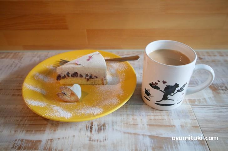 ケーキと紅茶で972円でした