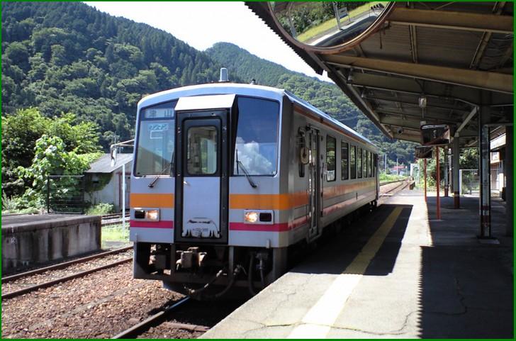 JR姫新線(きしんせん)の「佐用駅」で下車が最寄りです