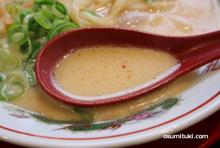 アッサリでクリーミーな鶏白湯ラーメンです