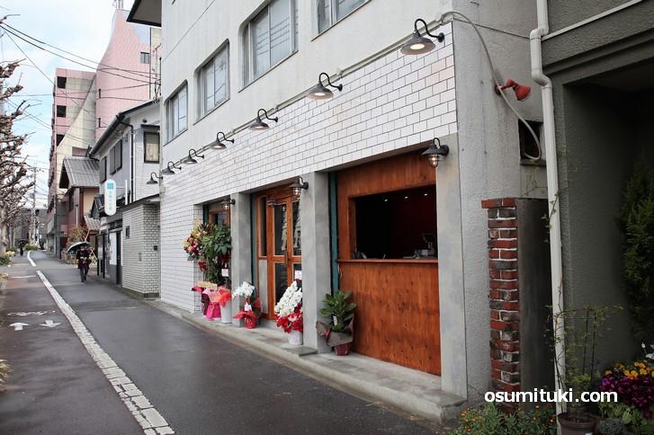 お店は金閣寺道のお向かいという一等地です