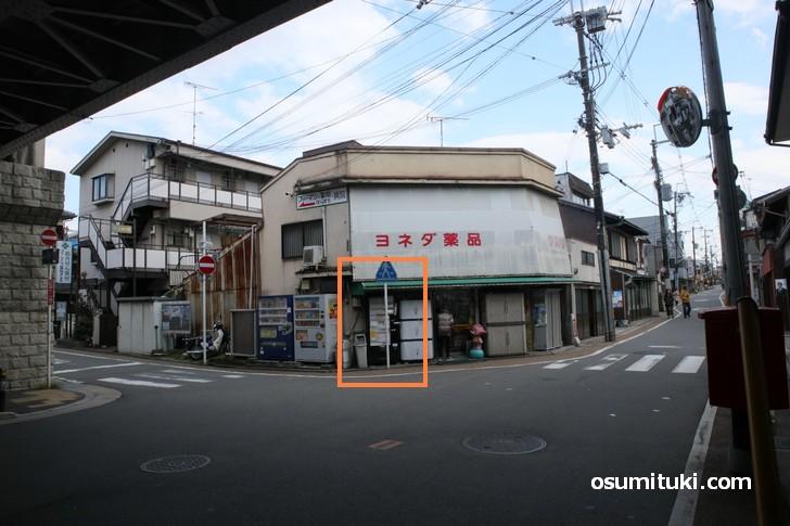 東福寺駅の格安キップ自販機の場所(2)