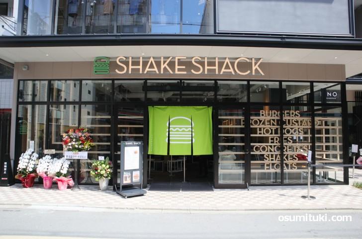 京都初出店となる「シェイクシャック(Shake Shack)京都四条烏丸店」