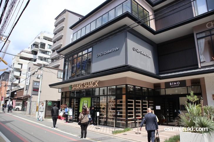 東洞院通で開店した「シェイクシャック京都四条烏丸店」