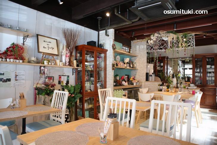 京町家らしさを残しつつ、お花で飾った素敵カフェ「京町家サロンこいやまcafe」