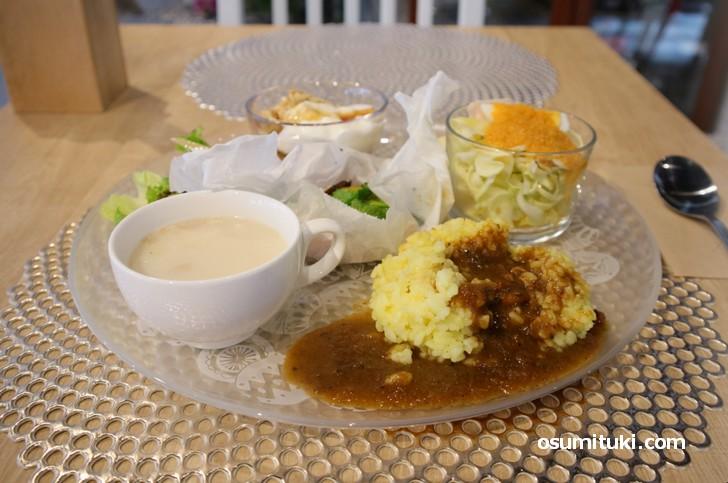 日替わりランチはワンプレートにカラダに優しいお料理が並びます