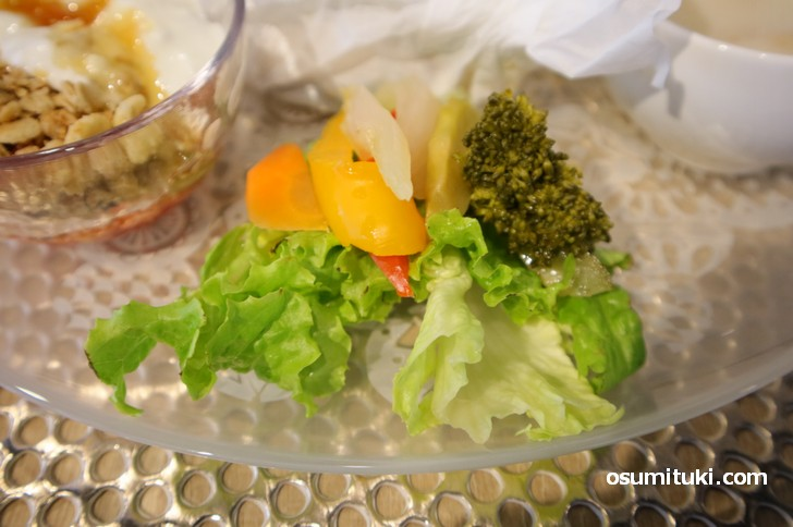 サラダ、ピクルスなども美味しくいただきました