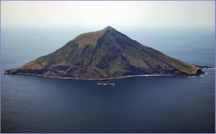東京都にある無人島「八丈小島」