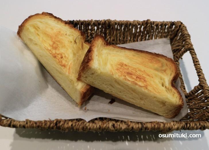 バターを何層も重ねたサクサク生地が特徴的な「ボロニヤ」