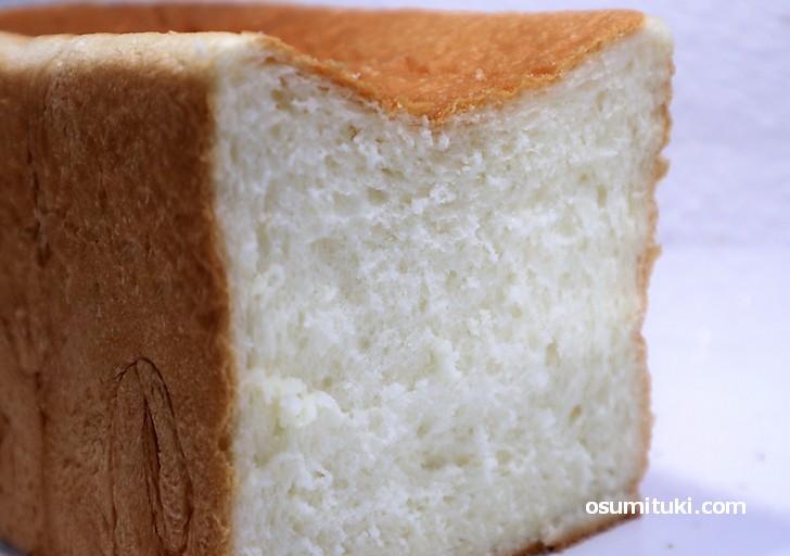 生クリームを使った高級食パン