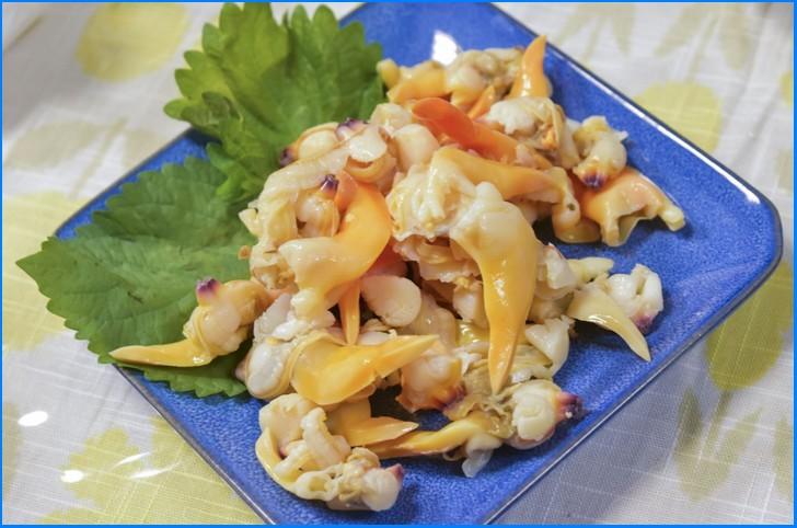三重県産のバカ貝でつくった刺身(茹で)