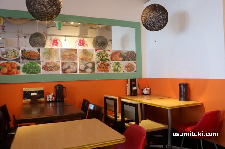 店内は台湾の料理店みたいな雰囲気です