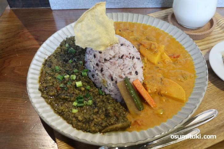 カレー食堂 ジャンゴ のカレーは食材の味を活かした優しいスパイス感が特徴