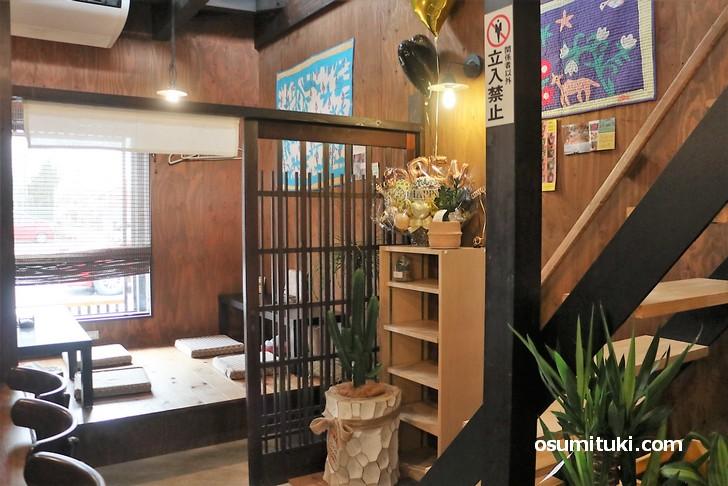 和風で木の温もりがある店内(カレー食堂 ジャンゴ)