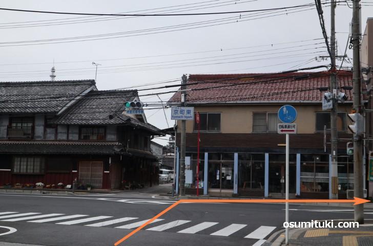 突き当り「京町東交差点」を右折です
