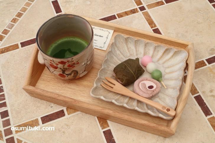 一階は茶道の教室、その二階で「おうす」と和菓子をいただけます