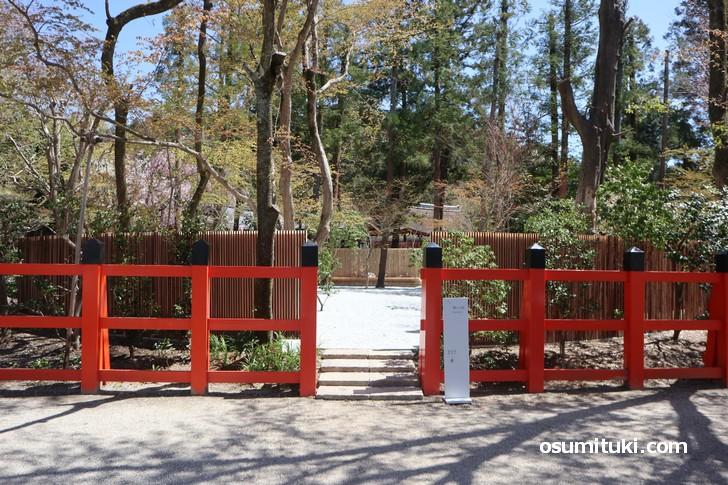 コーヒースタンドのお向かいにはコーヒーを味わうための空間「憩いの庭」があります