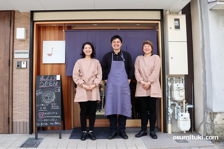 2019年4月19日新店オープン「和とcurry しらべ」の皆さん