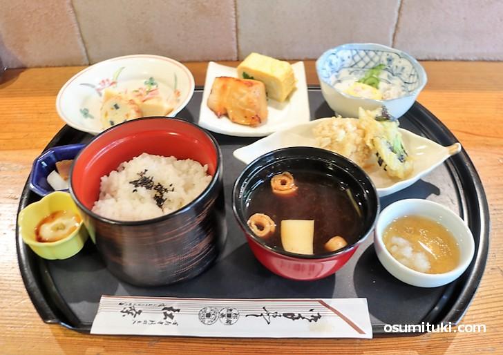 四条界隈でこんな京料理が1080円で食べられるのは松粂くらい