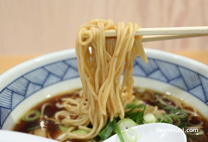 京都らしいパツパツの中細麺