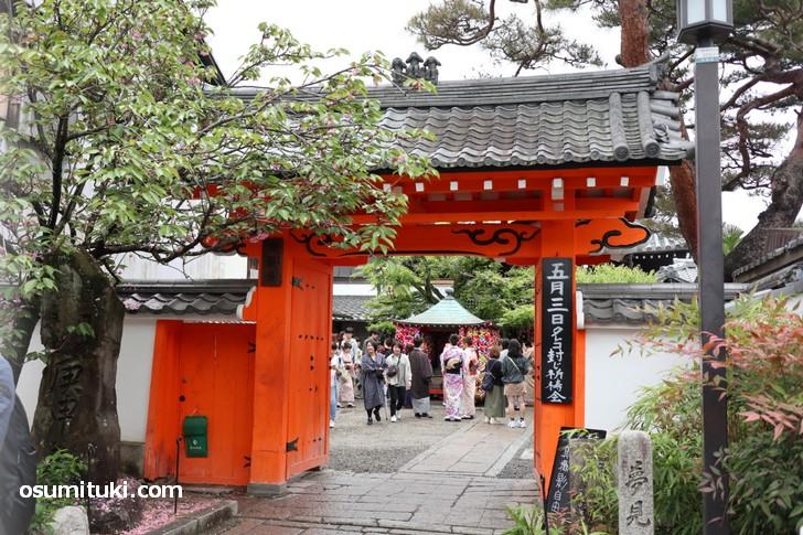 金剛寺(八坂庚申堂)のすぐ南側で「DORUMIRU yasakanotou」が新店オープン