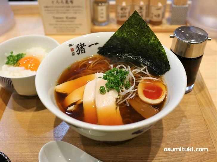鶏そば(黒)950円
