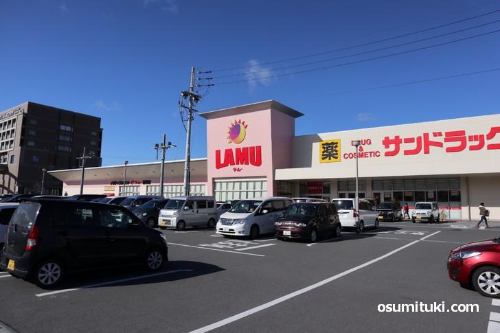 ラ・ムー精華店の眼の前にバゲットが午前中に完売する人気パン屋があるらしい