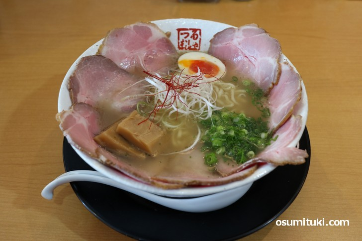 らーめん鶴武者で一番人気の「ちゃーしゅー麺」