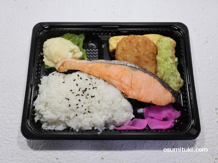 業務スーパー西陣店(馳走菜)の鮭弁当 298円(税別)