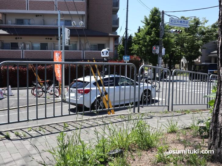 Apple Maps と書かれたカメラ搭載車(北山大橋西詰で撮影)
