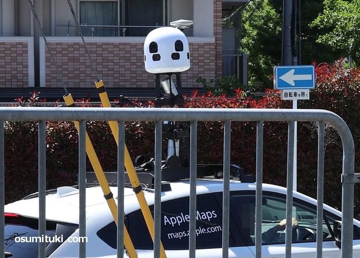 360度全方位カメラで街中のイメージを収集するApple Maps の撮影車