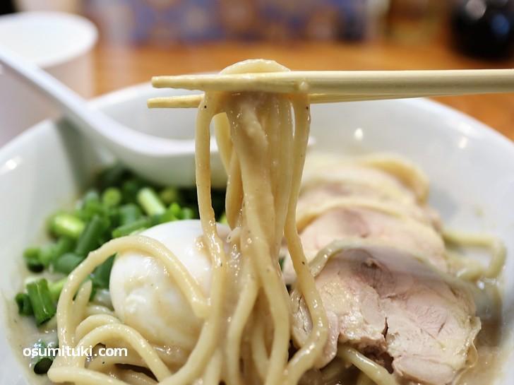麺は太麺(ミネヤ食品)