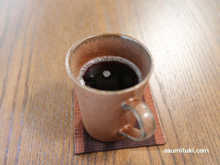 深煎りコーヒー、もちろんブラックで