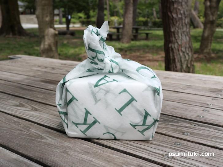京都の風呂敷包みのようなパッケージ