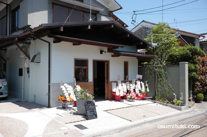 2019年4月28日に新店オープンした「Ari Cafe 嵯峨焙煎所」
