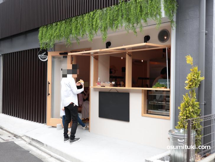 オープン準備中のカフェ「RACLETTE CAFÉ」さん、よさげな雰囲気のオープンスタンドカフェです