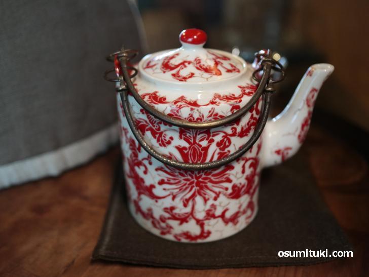 紅茶はポットでいただきます(aotake茶寮)