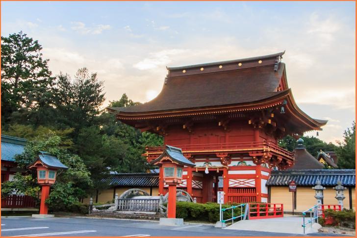 岐阜県垂井町の手作り木工房と和みカフェ「Cafe結」が人生の楽園で紹介(写真は南宮大社)