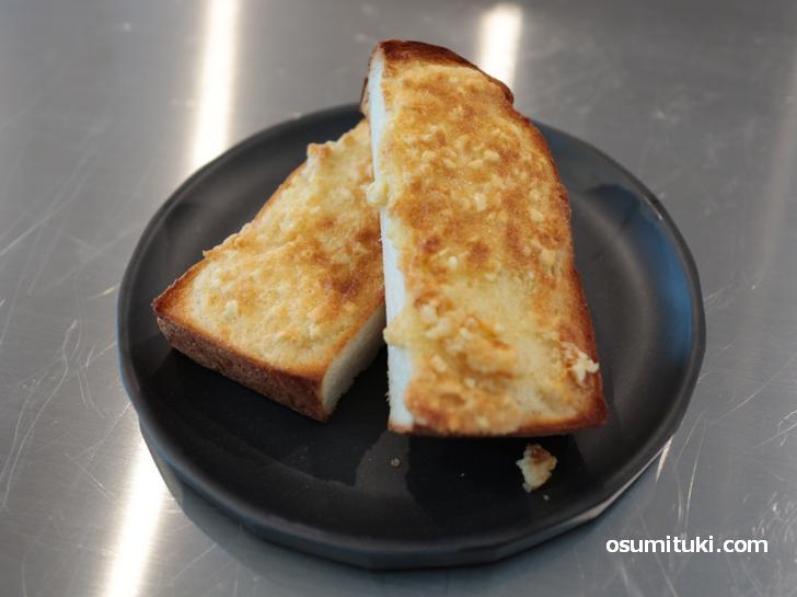 アーモンドバタートースト 350円は自家製アーモンドバターを使用
