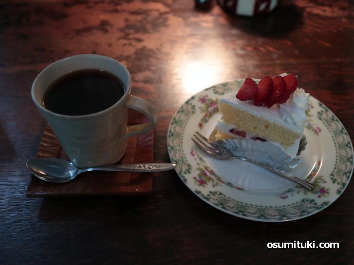 のばら珈琲のケーキとコーヒー(合わせて700円)