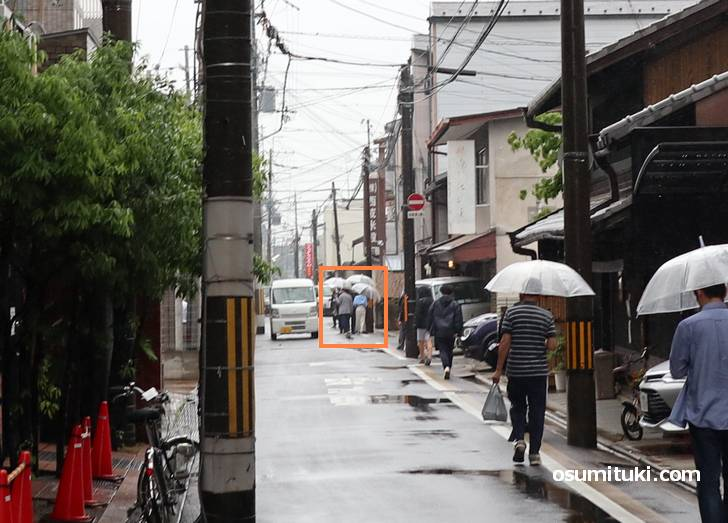 京都の街を歩くブラタモリの撮影隊