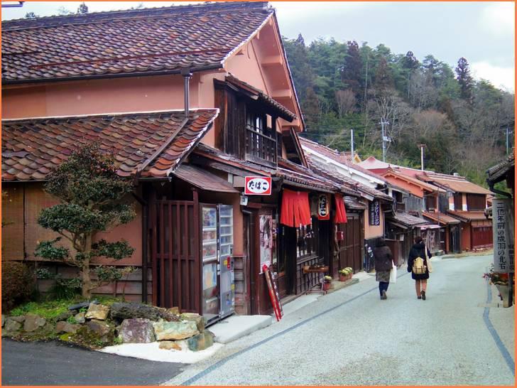 人生の楽園でベンガラの町岡山県高梁市成羽町吹屋にあるスープカレーの店「つくし」さんが紹介されます