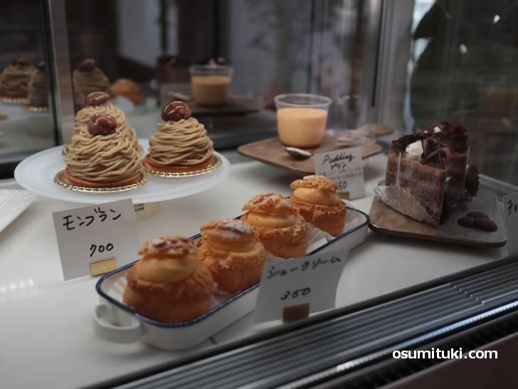 ケーキはモンブランやショートケーキ、プリンとシュークリームもあります