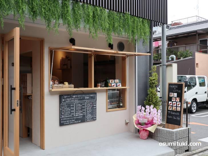 「ラクレットアンドコーヒー」さん、よさげな雰囲気のオープンスタンドカフェです